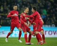 Freiburg verlängert mit Stürmer Petersen