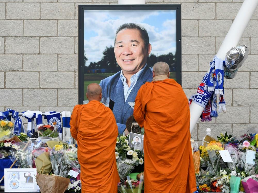 Vor dem Stadion wurde eine Gedenkstätte eingerichtet
