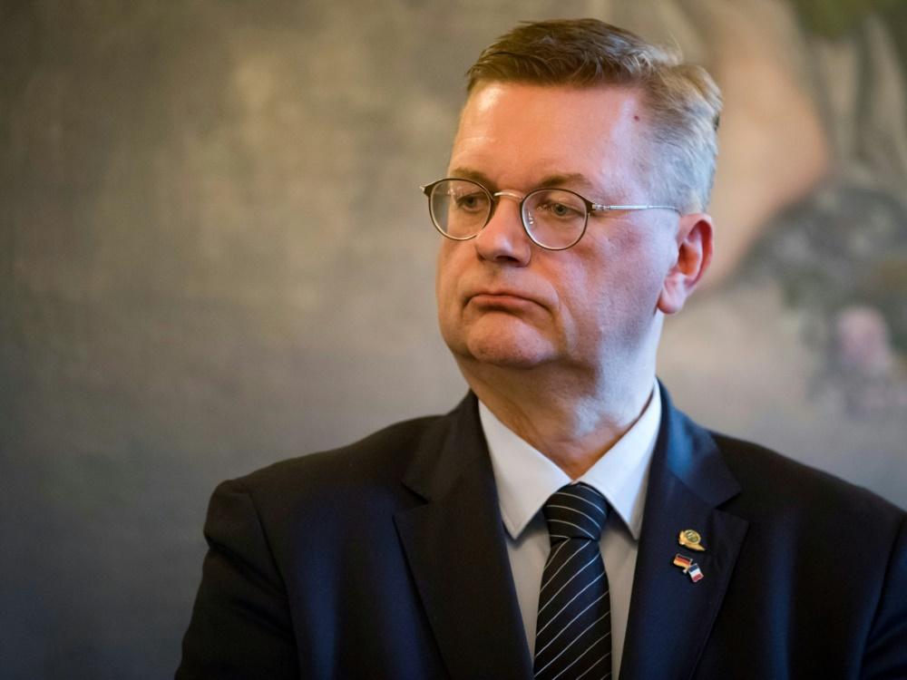DFB-Präsident Reinhard Grindel übt Kritik