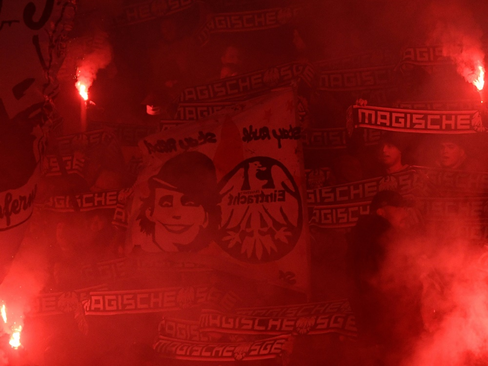 Eintracht-Fans zündeten in Rom Pyrotechnik