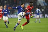 Bei Höwedes-Rückkehr: Schöpf schießt Schalke zum späten Sieg