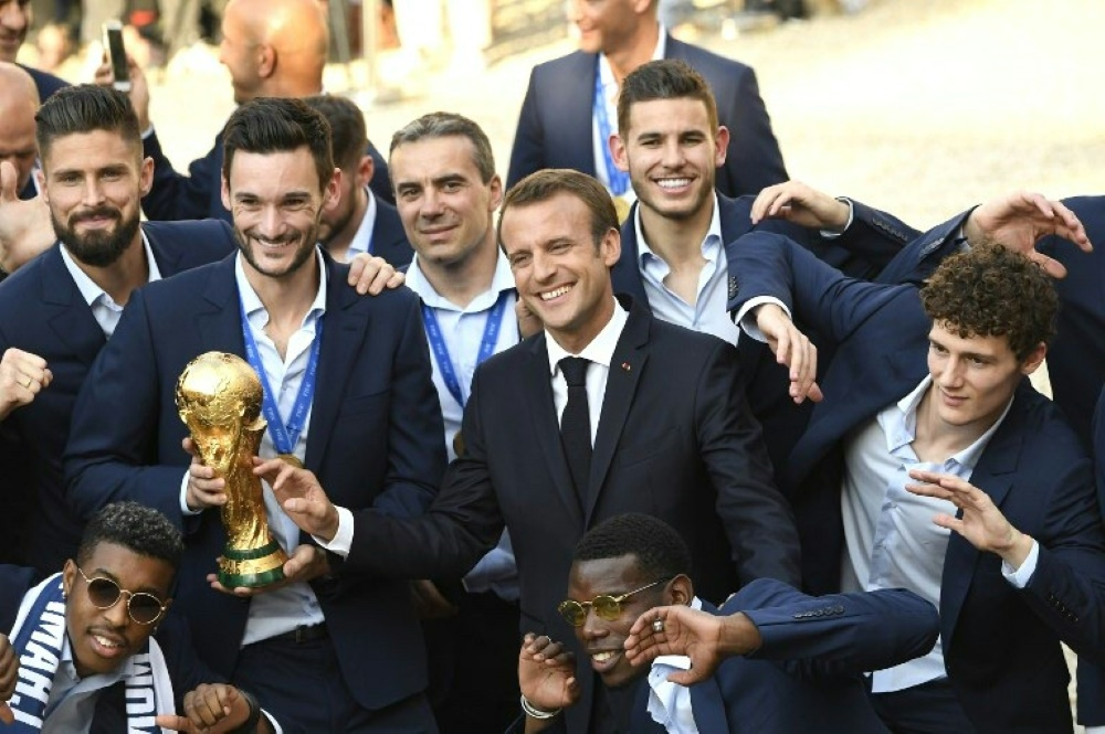Emmanuel Macron verleiht Nationalspielern Verdienstorden