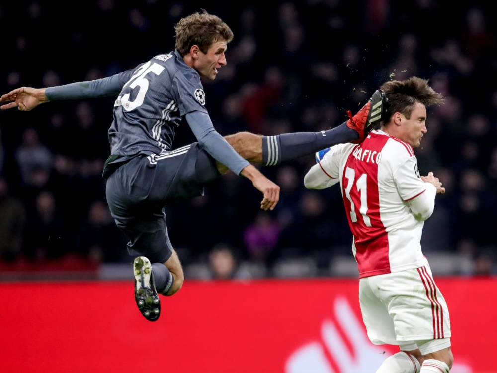 Verpasst die Spiele gegen Liverpool: Thomas Müller (l.)