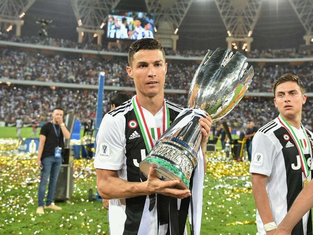 Cristiano Ronaldo (l) schoss Juve zum Supercoppa-Sieg