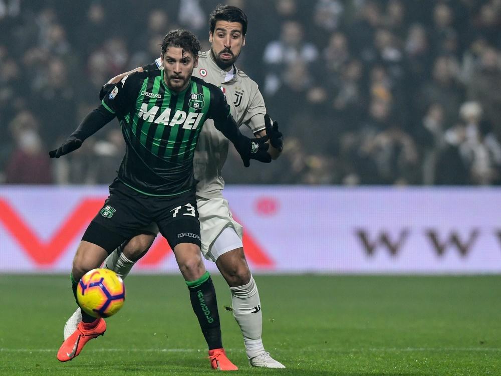 Sami Khedira (hinten) und Juventus schlagen Sassuolo