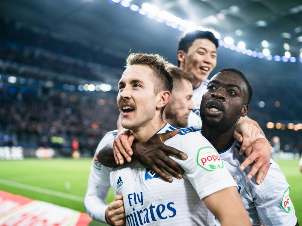 Holtby (vorne) schießt den HSV zum Sieg