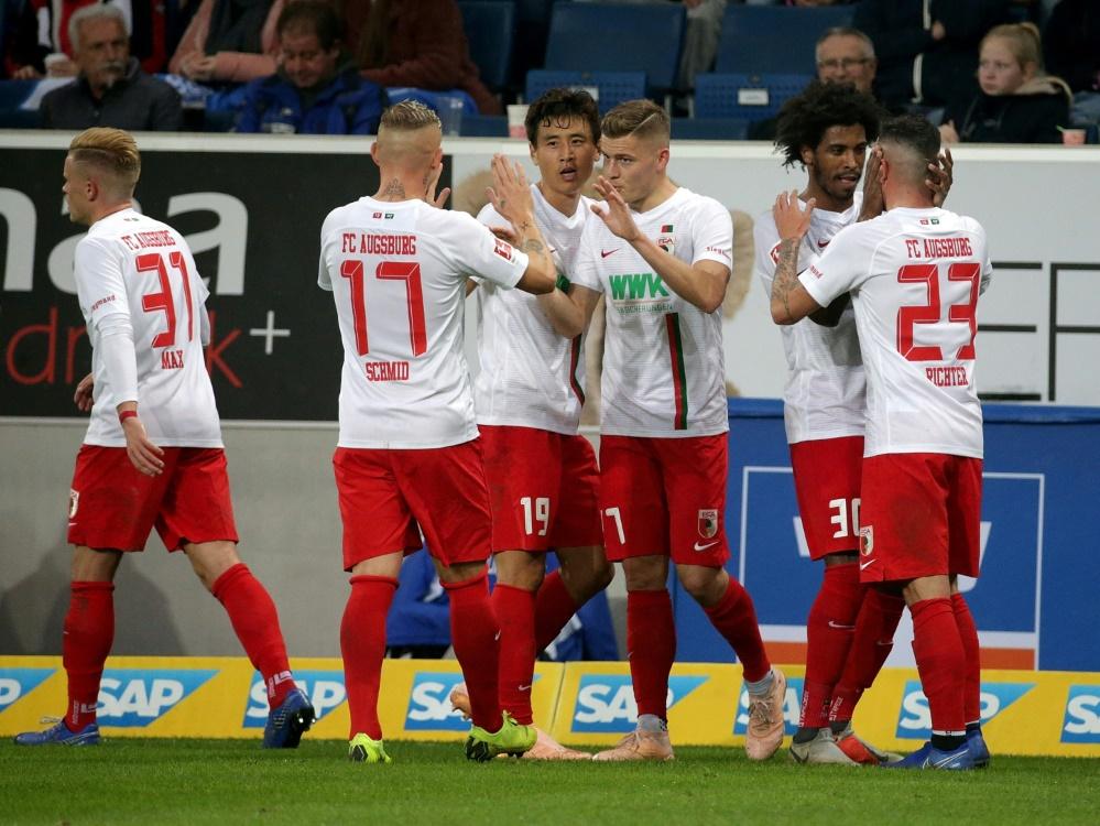 Der FC Augsburg führt die