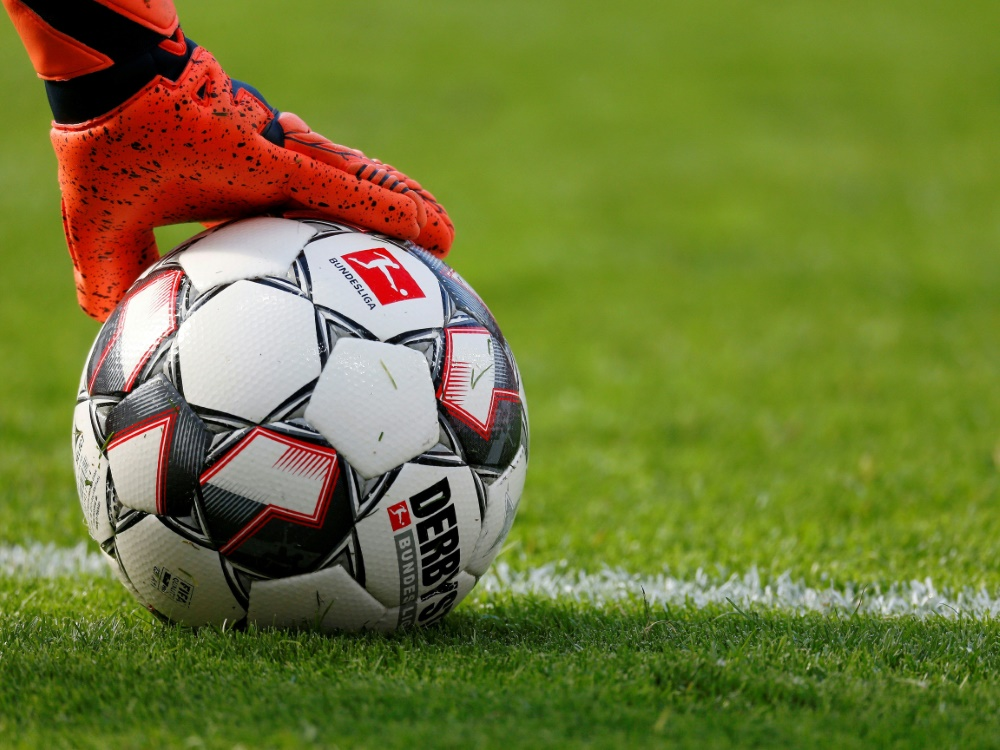 Stuttgart zieht nach Elfmeterschießen ins Endspiel ein