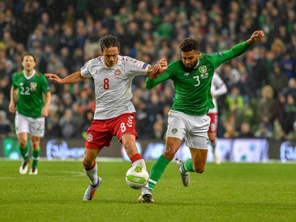 Thomas Delaney (l.) und Dänemark punkten gegen Irland