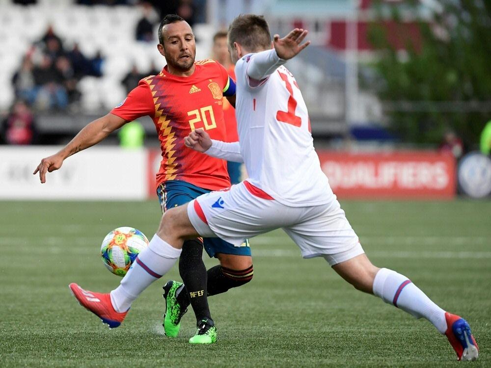 Spanien gewinnt mit 4:1 auf den Färöer