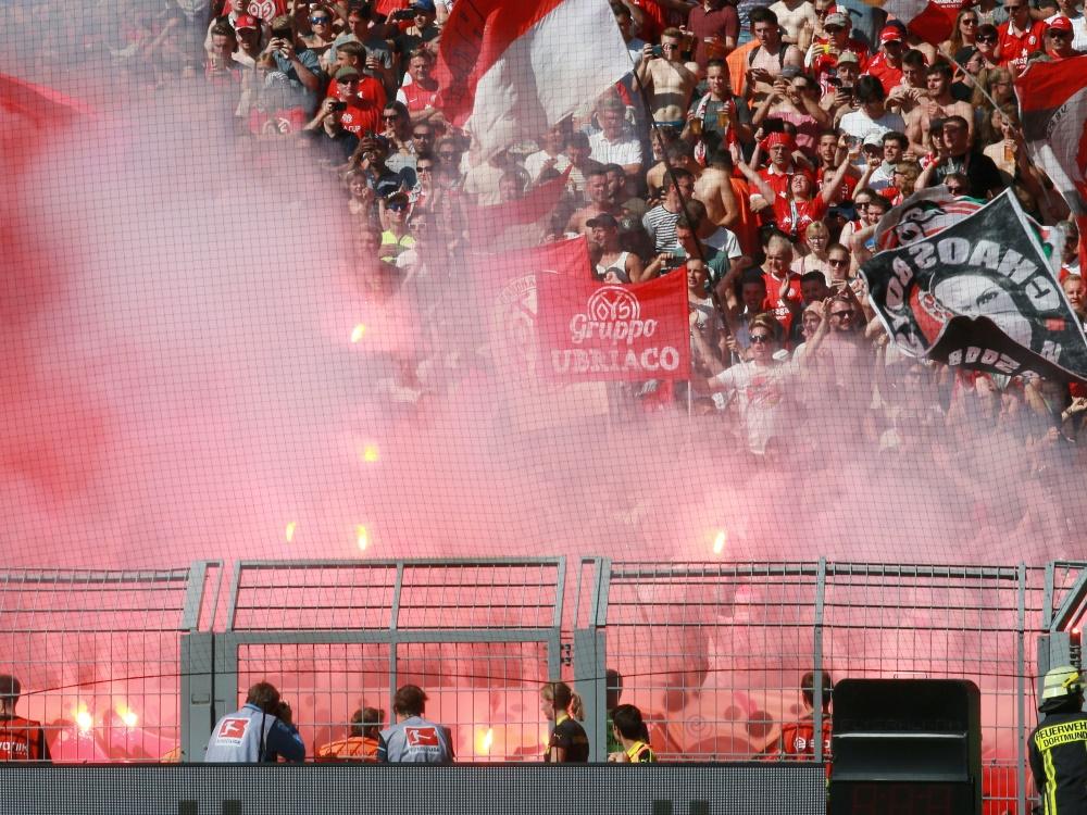 Fans von Mainz 05 zündeten in Hannover Pyrotechnik