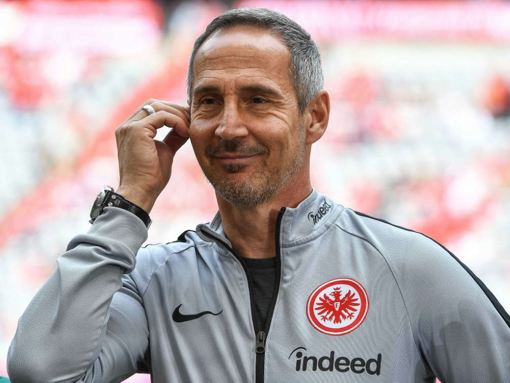 Adi Hütter freut sich über den Sieg