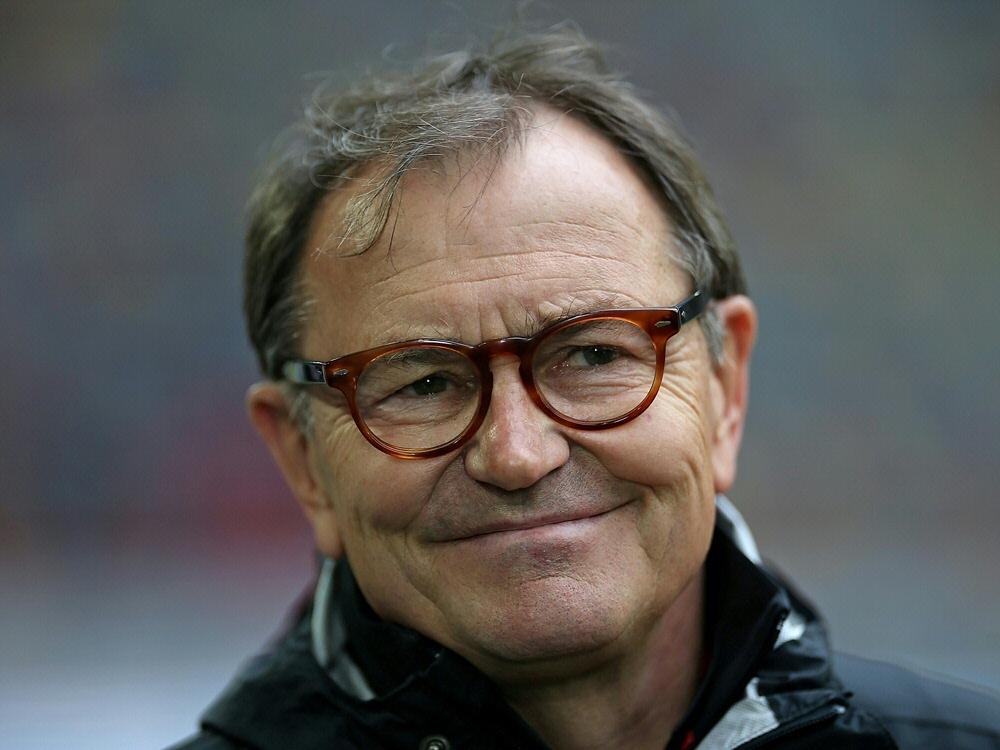 Ewald Lienen ist Teil des Teams