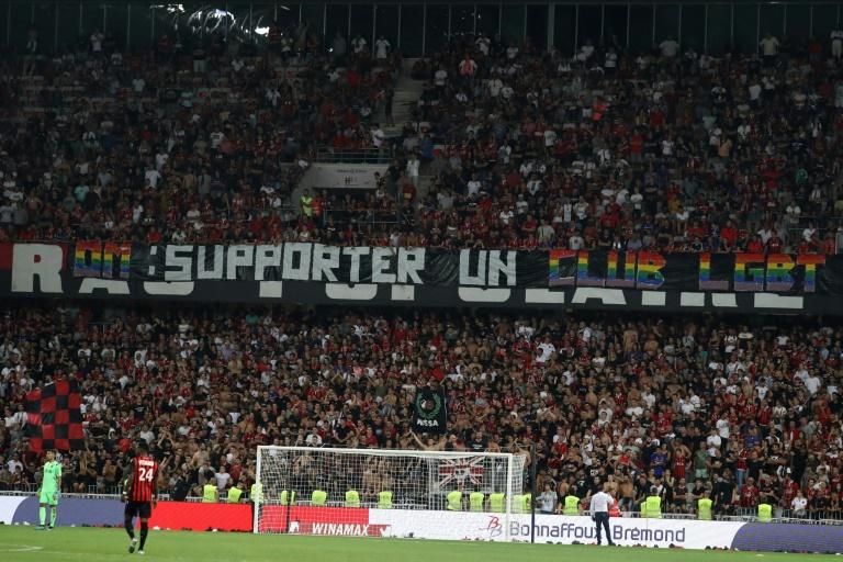 Nizza-Anhänger fallen mit homophoben Plakaten auf
