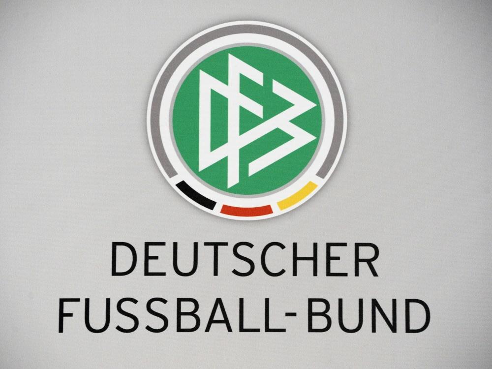 Felix Klein fordert mehr Engagement vom DFB