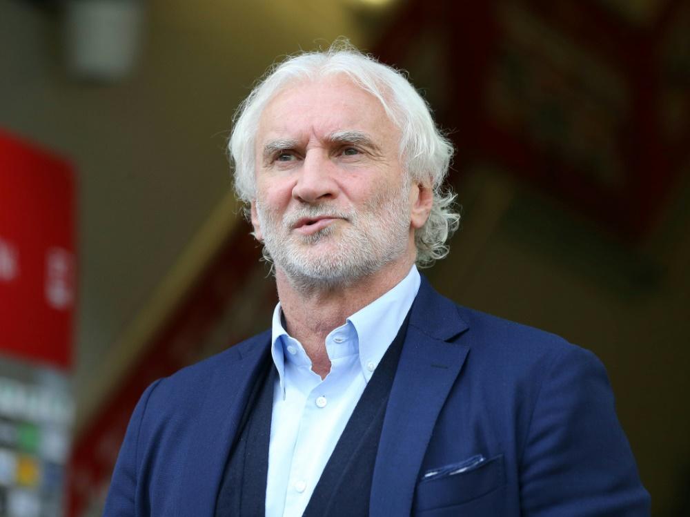 Geschäftsführer Rudi Völler gibt sich weiter kämpferisch
