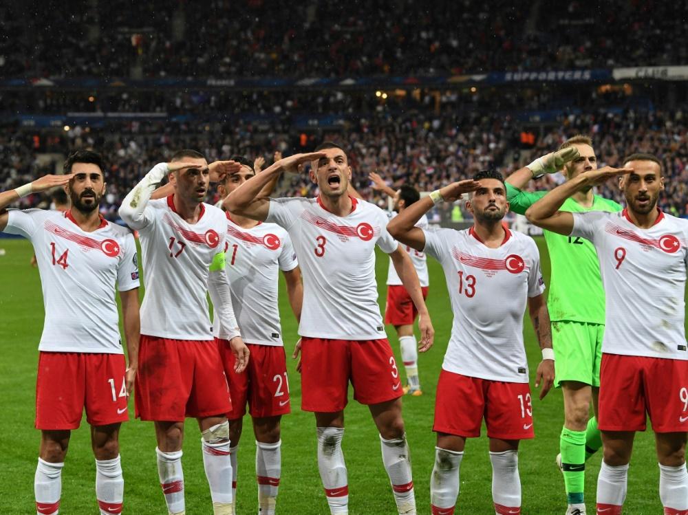 UEFA leitet Untersuchung gegen türkische Spieler ein