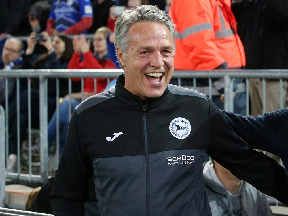 Uwe Neuhaus bleibt bis 2022 bei Arminia Bielefeld