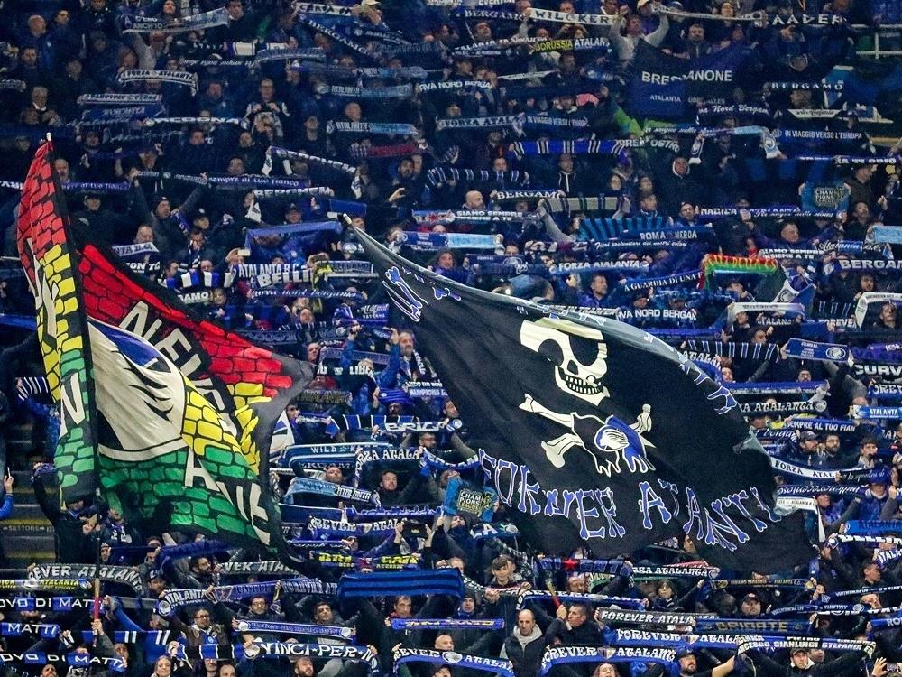 Atalanta-Fans feiern Einzug des Teams in die K.o.-Runde
