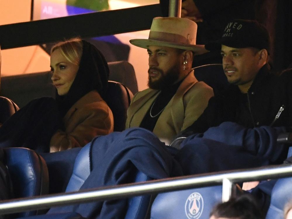 Gemeinsam auf de Tribüne: Janin Ullmann und Neymar