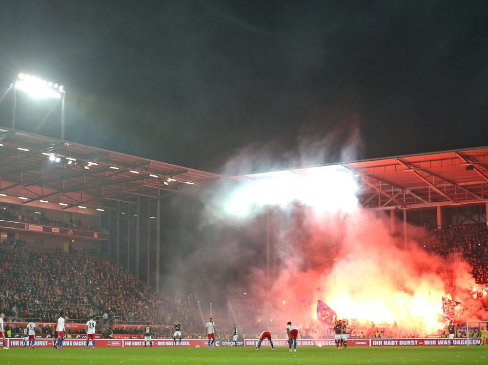 Während des Spiels kam es zum Einsatz von Pyrotechnik