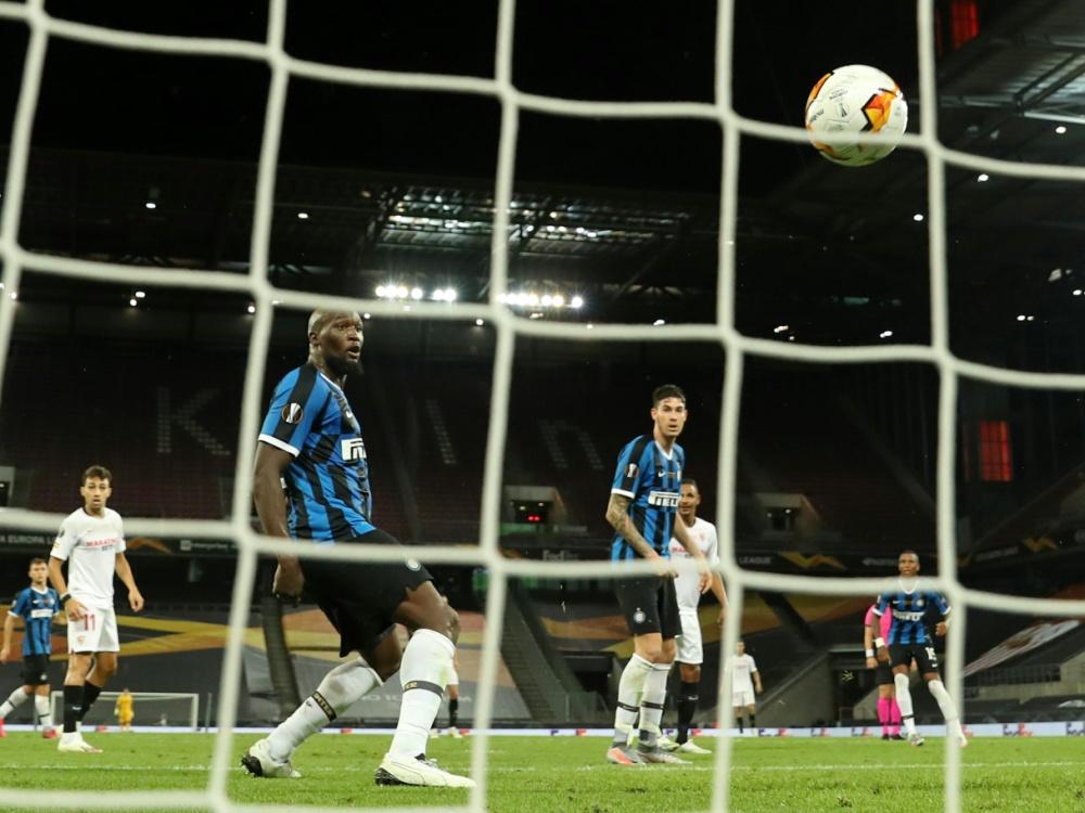 Lukaku fälscht den Ball zum 2:3 ins eigene Tor ab