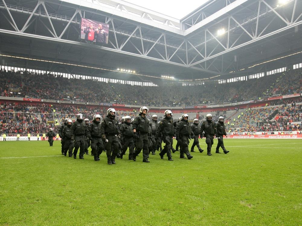 NRW-Klubs und die Polizei alliieren gegen Fan-Gewalt