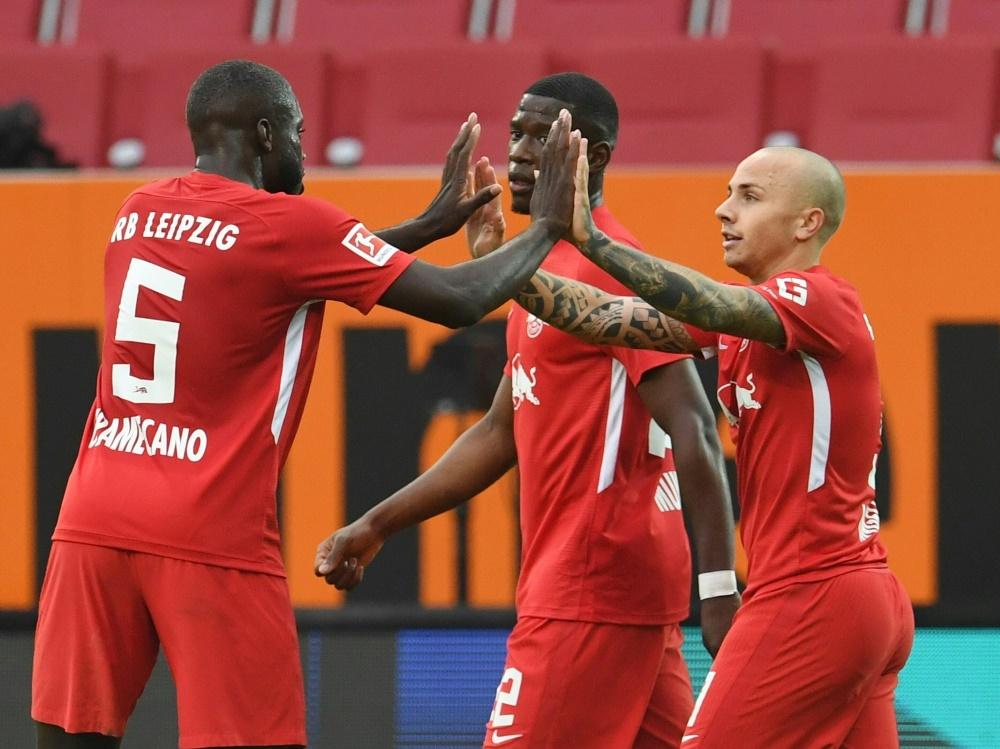 Angelino (r.) erzielt das 1:0 für Leipzig