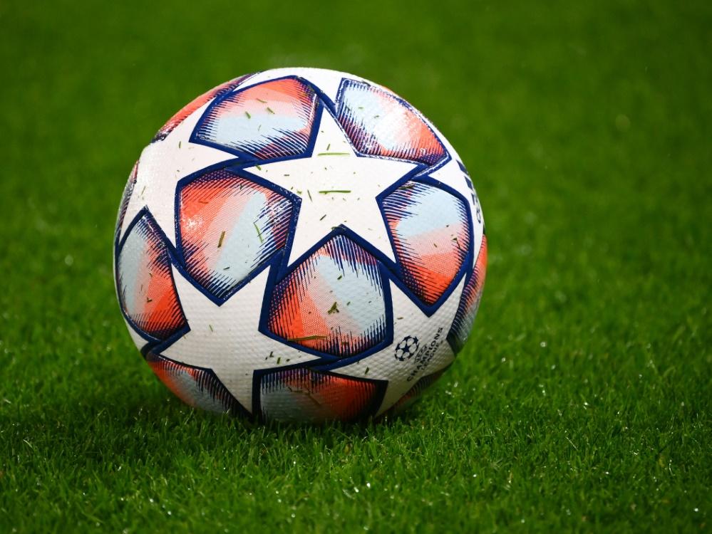 Fußballvereine leiden finanziell unter COVID.