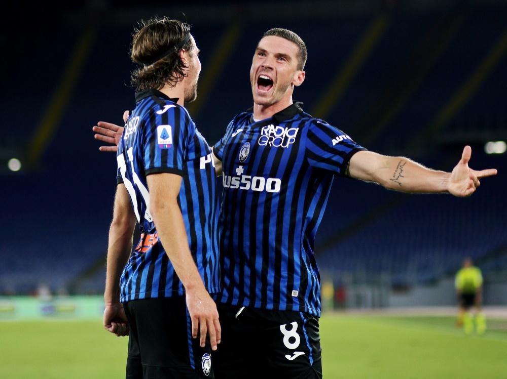 Bergamos Gosens (r.) trifft im Spiel gegen Parma