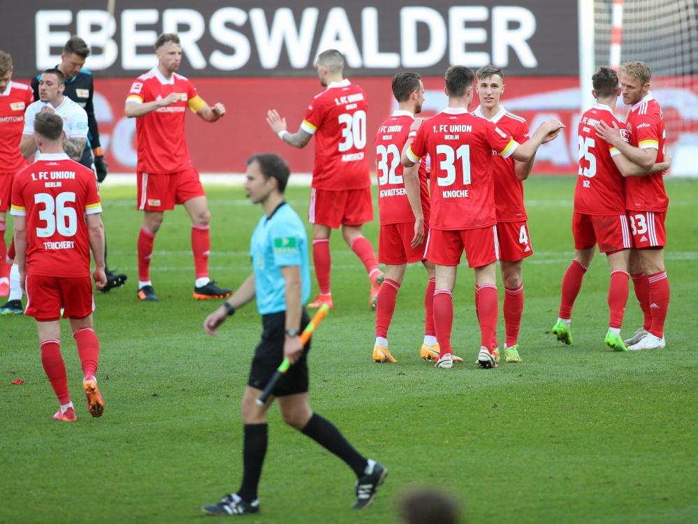 Nach dem Sieg gegen Stuttgart feierten die Unioner Fans