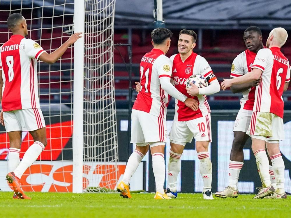 Ajax Amsterdam bezwingt den FC Emmen mit 4:0