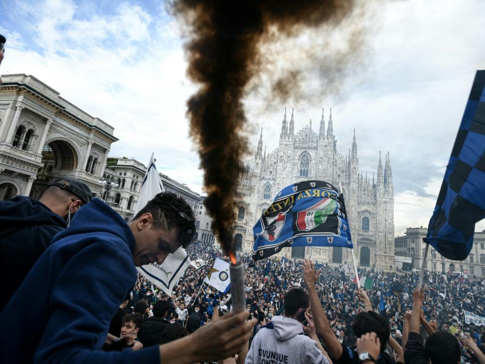 Die Inter-Fans versammelten sich auf dem Domplatz