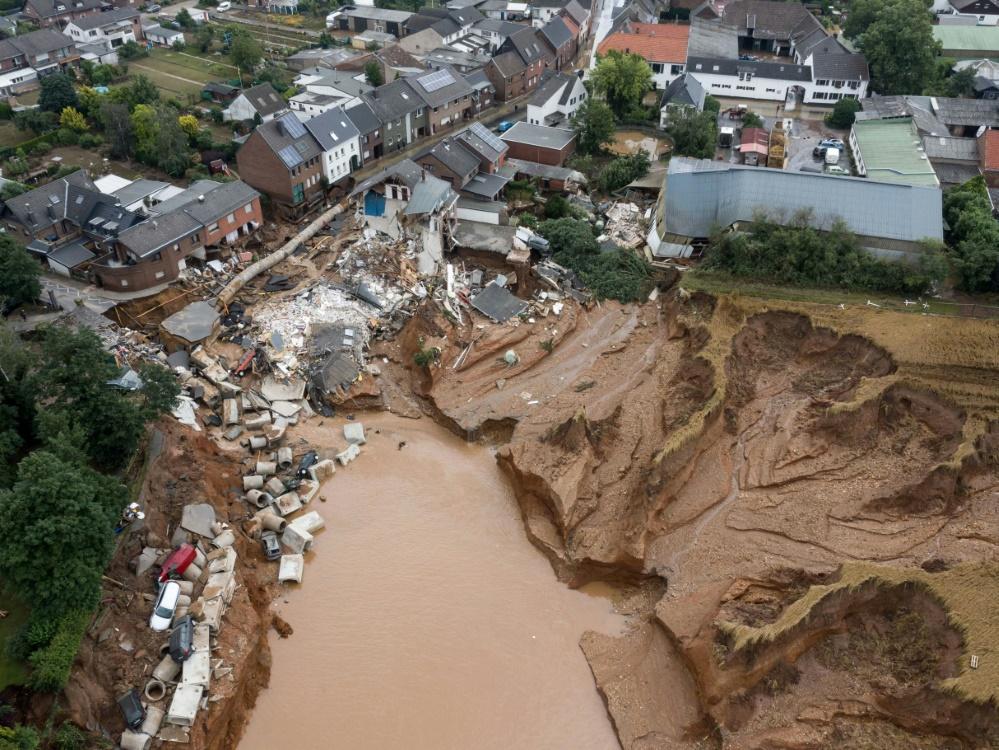 Flut-Katastrophe: DFB und DFL richten Solidarfonds ein (Foto: SID)