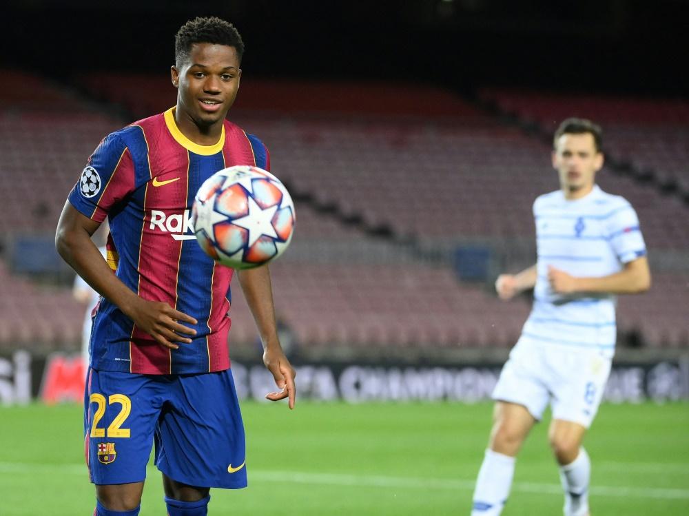 Ansu Fati (l.) übernimmt Messis Rückennummer (Foto: SID)
