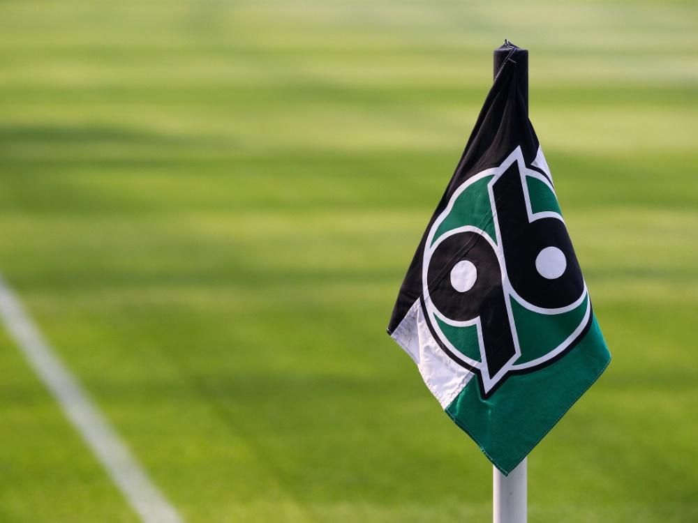 Neuzugang von Hannover 96 positiv auf Corona getestet (Foto: SID)
