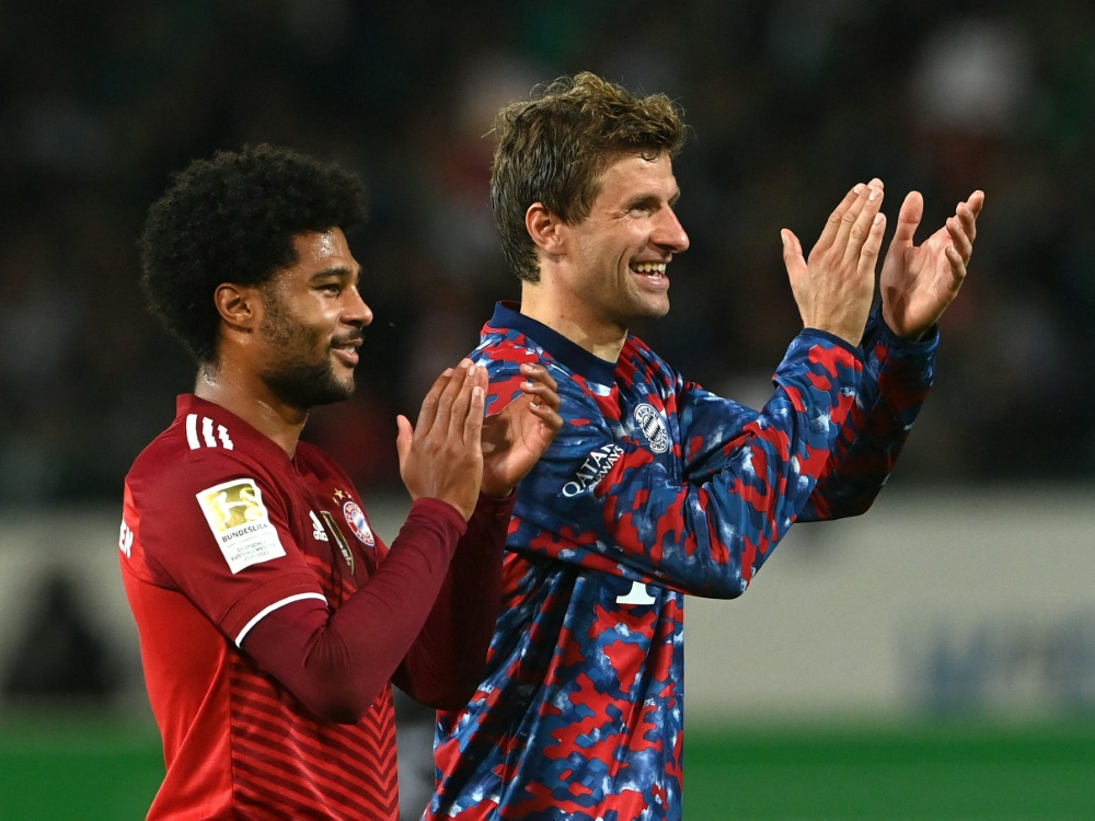 Serge Gnabry (l.) und Thomas Müller (Foto: SID)