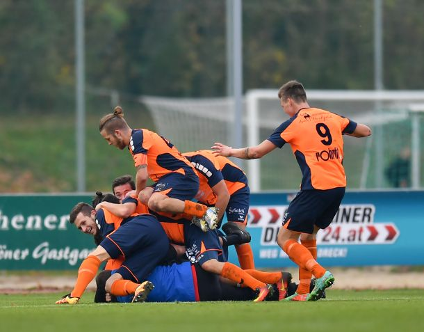 Fussball Hertha WSC Wels vs SV Wallern 04.11.2017-43