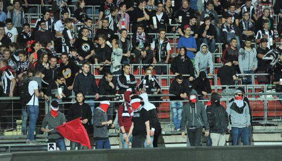 Fussball - relegation lask vs fc liefering 06.06.2013 - fans